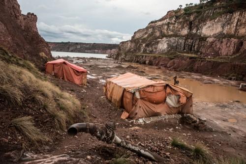 Zone d'exploitation minière de Mutochi, Kolwezi, province du Katanga, RDC. Ancien site industriel minier de la Gécamine, non exploité. La nappe phréatique y a repris ses droits et inondé la carrière.